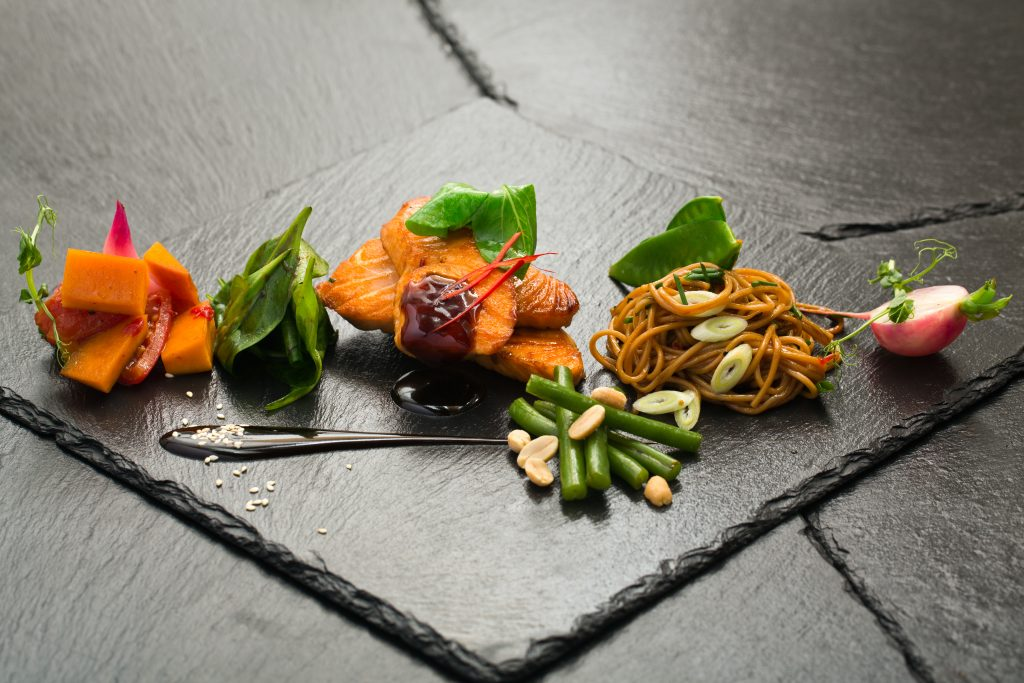 victordelreyperez.com-private chef-london-food- salmon noodles
